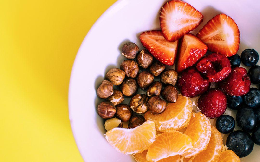 Fructele, consumate pe stomacul gol sau după masă?